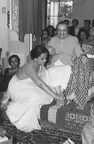 Begum Akhtar with Meher Baba
