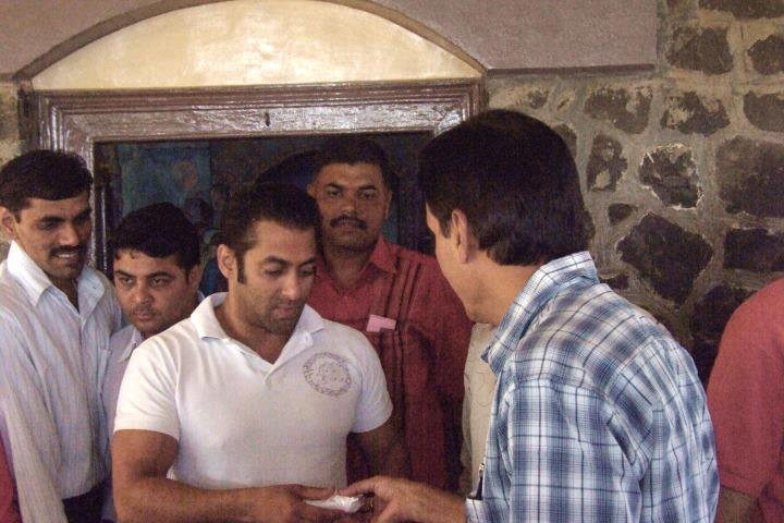 Salman Khan Film Actor visiting Meher Baba Samadhi
