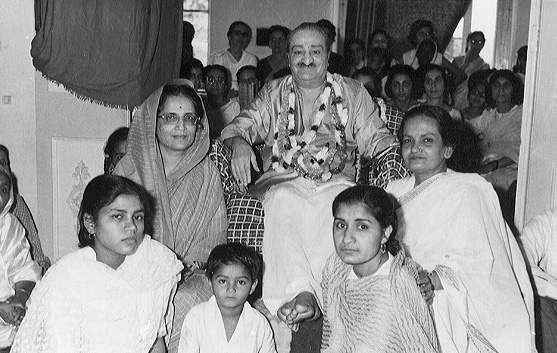 Begum Akhtar with group with Meher Baba India